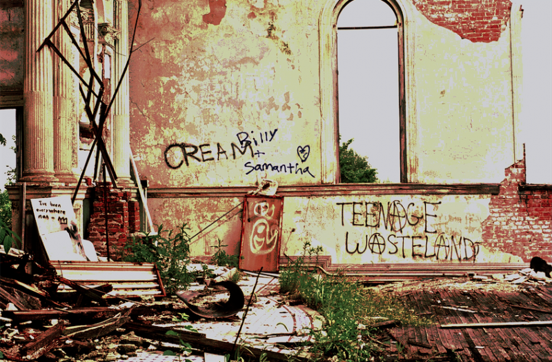 film photography urbex abandoned ruinporn wall graffiti debris