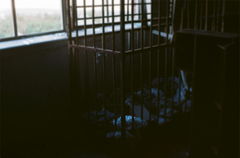 film photography urbex abandoned ruinporn crumbling debris king's park asylum cage trash